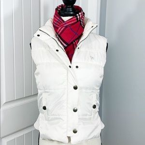 Bongo Cream Puffer Vest Sz M. Mint condition